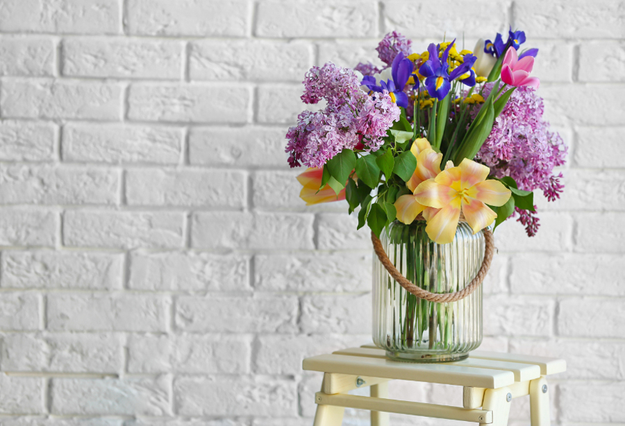 EXTENDING THE LIFE OF CUT FLOWERS
